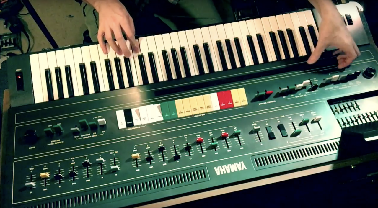 Synthbits: Yamaha CS60 is the Most Expressive Synth I've Ever Played!