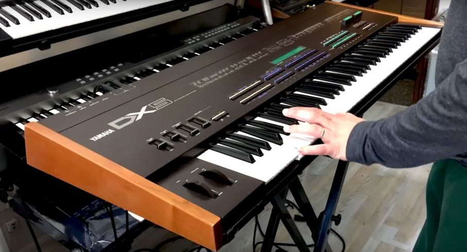 Synthbits: A Demonstration of the Legendary Yamaha DX5